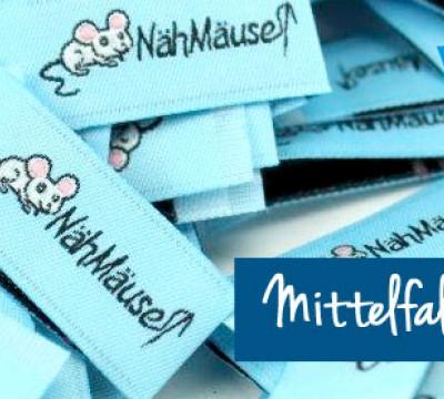 """Artwork-Label """"MIttelfaltung (kurz)"""""""