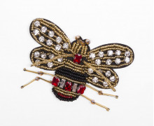 1 Aufnäher - Falter - Käfer - Perlen - Strasssteine - schwarz/rot/gold