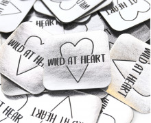 1 XXL KUNSTLEDER LABEL - Silber - WILD AT HEART