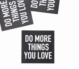 1 KUNSTLEDER LABEL - Bedruckt - Schwarz/Weiß - DO MORE THINGS YOU LOVE