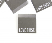 1 Label – LOVE FIRST – Grau
