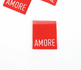 1 Label - AMORE - Rot