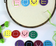 8 Stück - 9 Loch Knöpfe - Buchstabenknöpfe - Mix
